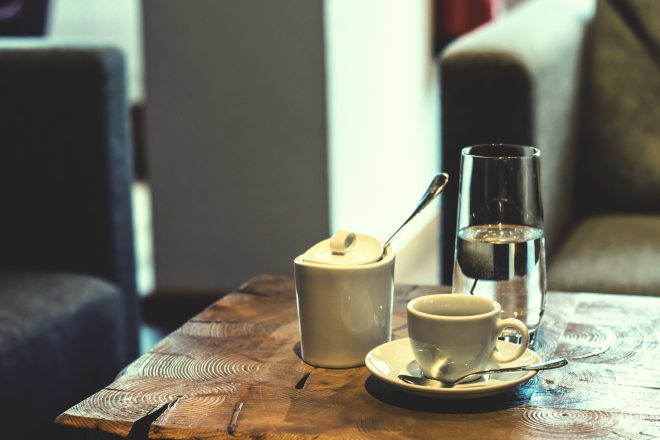 bar-bar-cafe-blur-287975.jpg